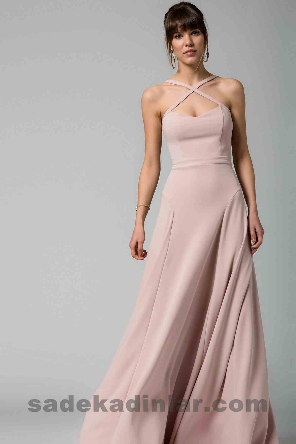 Abiye Elbise Modelleri Şık ve Güzel 2019 Gece Elbiseleri Çapraz Bant Detaylı Pudra Prenses Model