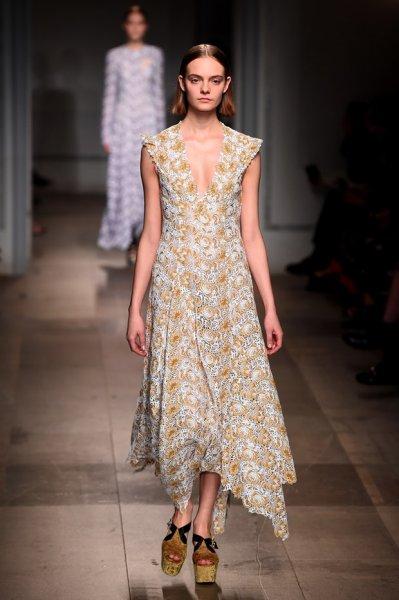 Londra Moda Haftası'nda Erdem Moralıoğlu'dan Osmanlı Motifleri