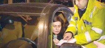 Yıldız Tilbe'ye Ehliyetsiz Araç Kullanmaktan 206 TL'lik Ceza Kesildi