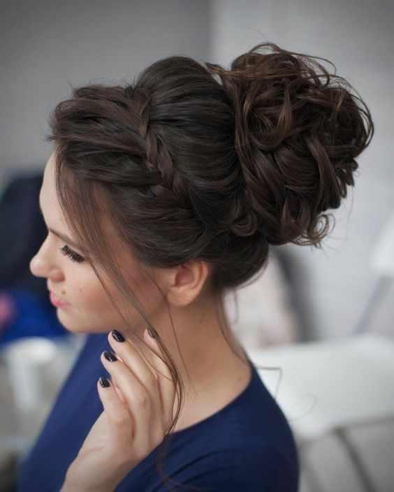 Gelinliğinizin Modeline Göre En Güzel Gelin Saç Modelleri