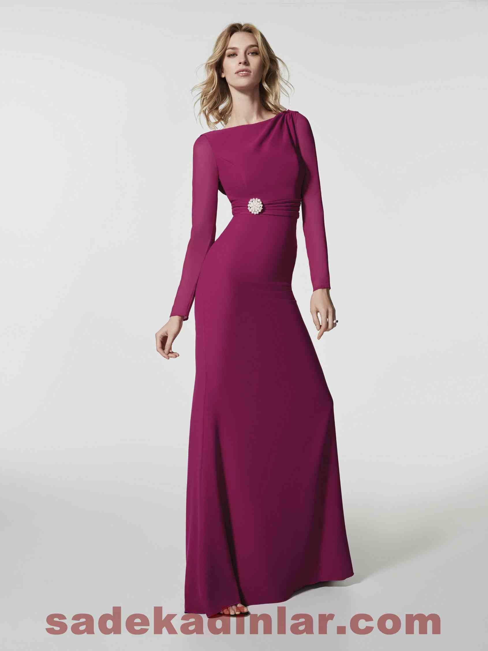Pronovias Abiye Modelleri 2018 Uzun kollu vücudu saran, dökümlü elbise