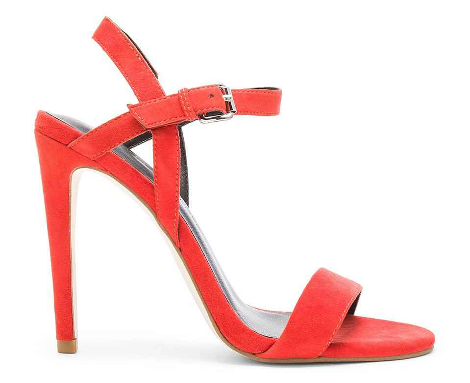 Yüksek Topuklu Ayakkabı Modelleri Kadınların Vazgeçilmezi