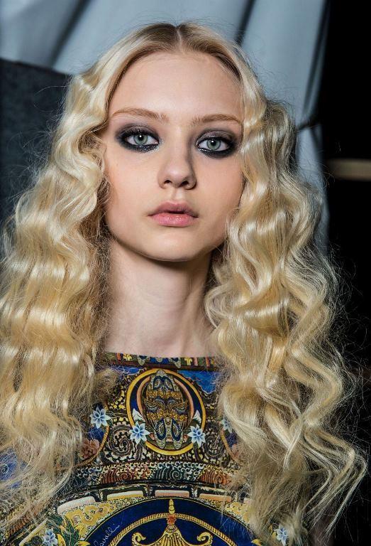 En Güzel Dalgalı Uzun Saç Modelleri 2017