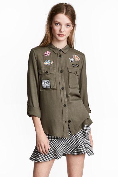 H&M 2017 Sokak Modası Trendleri - Armalı Haki Gömlek Mini Etek