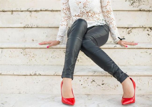 Deri pantolon ile ne giyilir: ipuçları ve fikirler