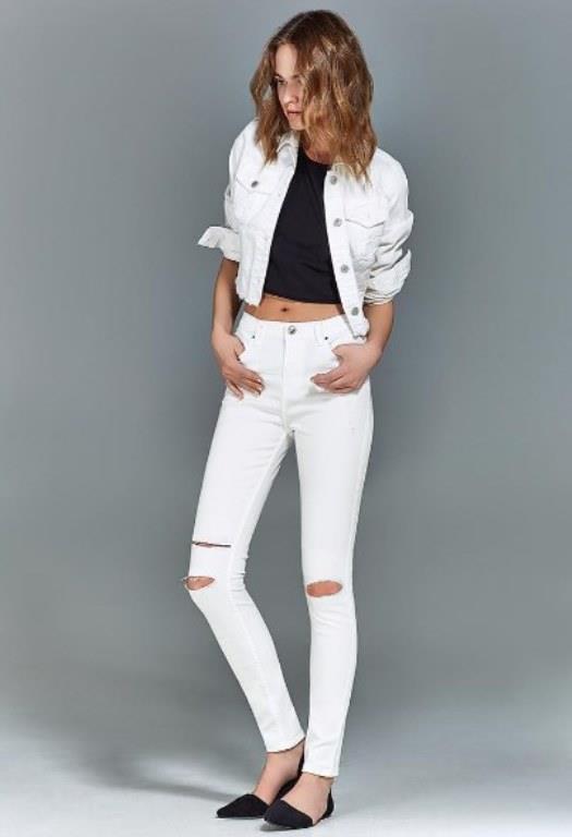 Beyaz Pantolon Kombinleri Siyah ve Beyazın Asaleti Karşıt Renkler