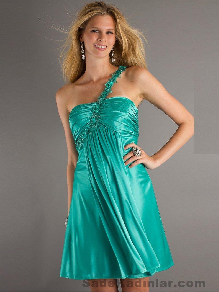 Abiye Modelleri 2021 Kısa Gece Elbiseleri yeşil mini tek askılı askısı çiçe işlemeli model