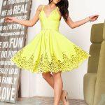 Abiye Modelleri 2019 Kısa Gece Elbiseleri sarı kısa ince askılı etekleri delikli model