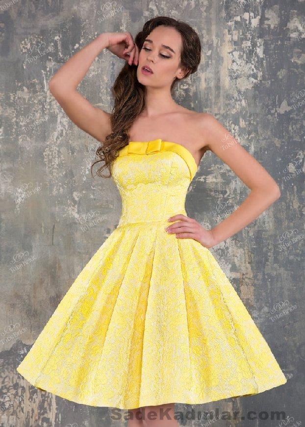 Abiye Modelleri 2021 Kısa Gece Elbiseleri sarı kısa straplez göğüs kısmında kurdela fiyonklu