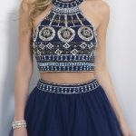 Abiye Modelleri Kısa Gece Elbiseleri lacivert iki parça göbeği açık kilim desenli model