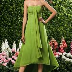 Abiye Modelleri yeşil renkli omzu açık model