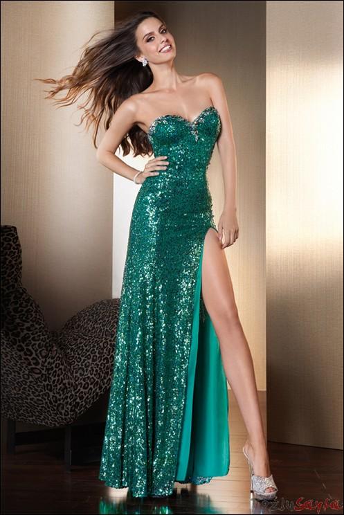 Abiye Modelleri yeşil renkli uzun derin yırtmaçlı göğüs dekolteli model