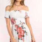 Beyaz Çiçekli Büzgülü Omzu Açık Elbise Modelleri 2018 Kısa