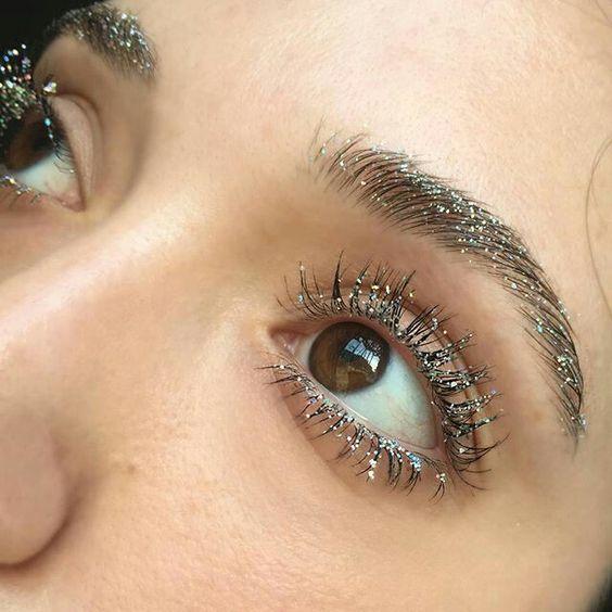 En Trend 2019 Kaş Modelleri ve Göz Makyajı