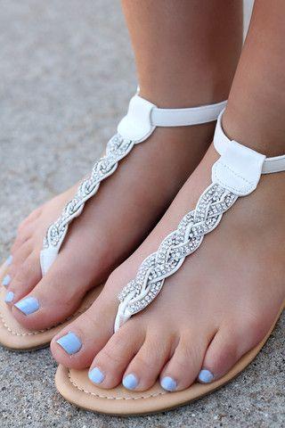 Parmak Arası Sandalet Modelleri beyaz saç örgülü taşlı