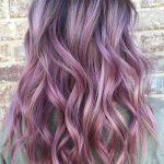 Pastel Renkli Ombre Saç Modelleri ve Saç Renkleri - dalgalı saç mor ve siyah renkli