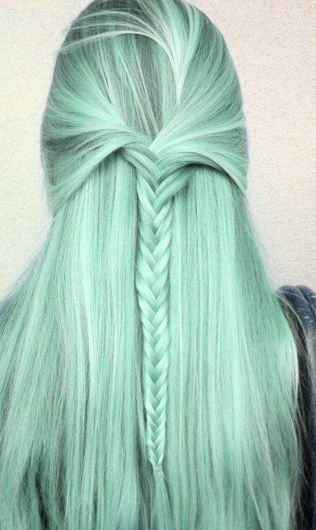 Pastel Renkli Ombre Saç Modelleri ve Saç Renkleri -düz uzun örgülü saç yeşil renkli