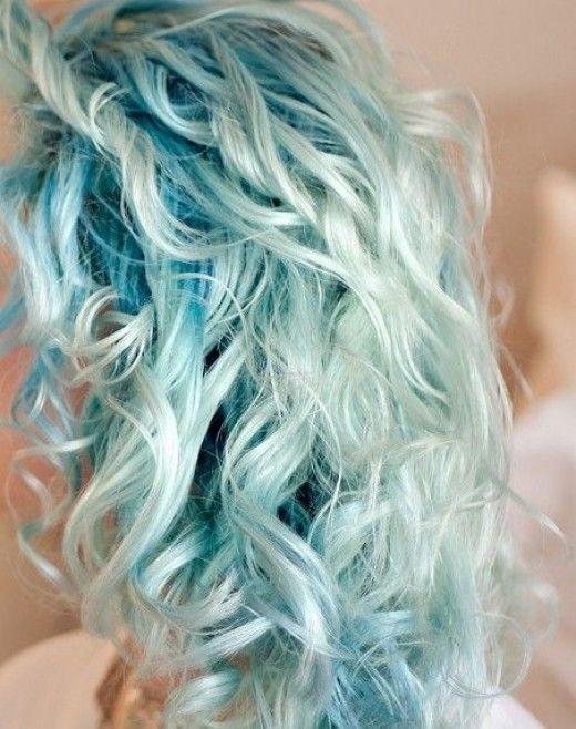 Pastel Renkli Ombre Saç Modelleri ve Saç Renkleri - kıvır kıvır saç sarı ve yeşil renkli
