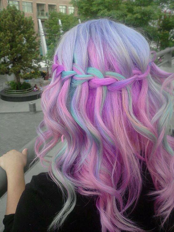 Pastel Renkli Ombre Saç Modelleri ve Saç Renkleri - örgülü şelale dalgalı saç pembe ve yeşil renkli