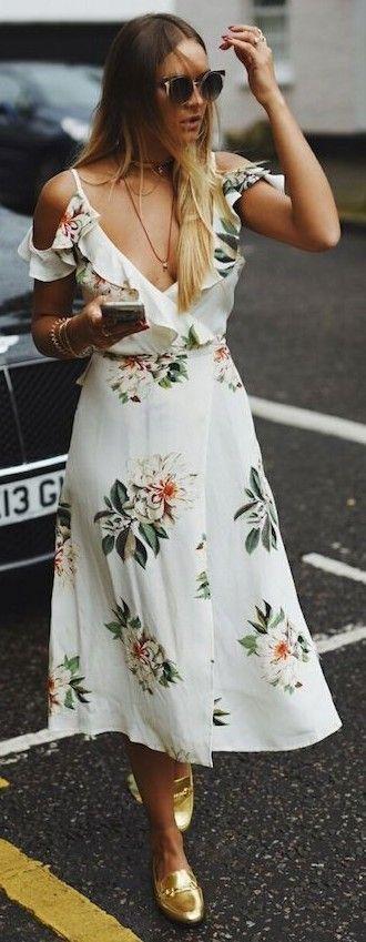 23a4d32e75703 Çiçekli Elbise Modelleri dizaltı beyaz askılı fırfırlı ...