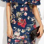 Çiçekli Elbise Modelleri dizboyu lacivert omzu açık çift fırfırlı