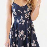 Çiçekli Elbise Modelleri kısa lacivert askılı