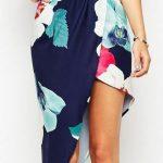 Çiçekli Elbise Modelleri kısa lacivert askılı katlamalı etek