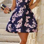 Çiçekli Elbise Modelleri kısa lacivert sıfır kollu