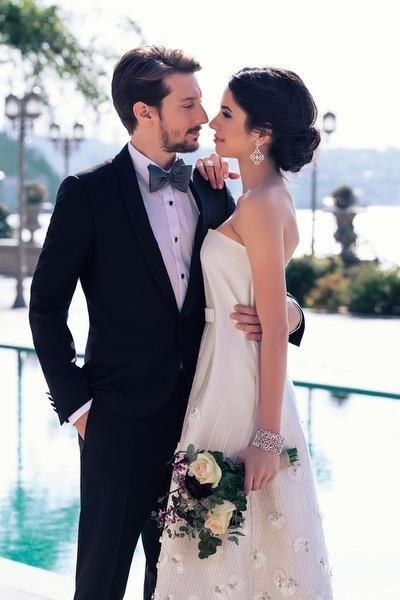 Dizi Setinde Tanışıp Evlenen Ünlüler Beyza Şekerci ve Engin Hepileri
