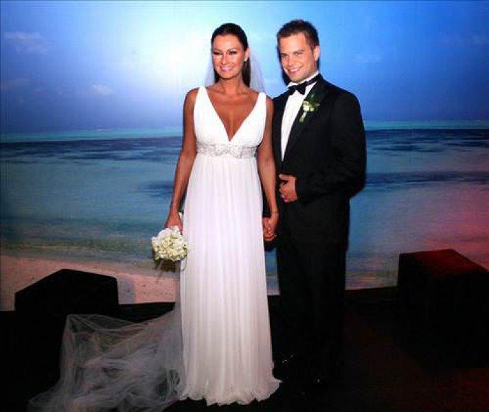 Dizi Setinde Tanışıp Evlenen Ünlüler Pınar Altuğ ve Yağmur Atacan