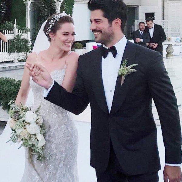 Dizi Setinde Tanışıp Evlenen Ünlüler Fahriye Evcen ve Burak Özçivit