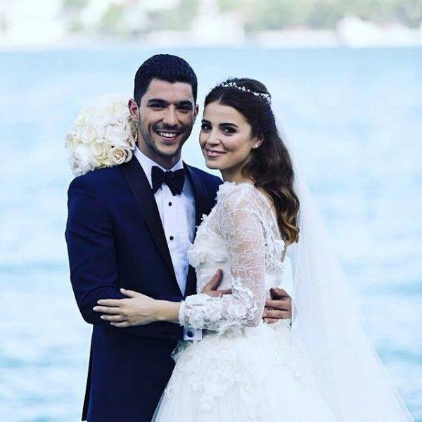 Dizi Setinde Tanışıp Evlenen Ünlüler Ezgi Eyüboğlu ve Kaan Yıldırım