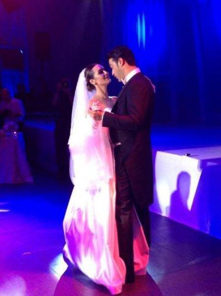 Dizi Setinde Tanışıp Evlenen Ünlüler Birce Akalay ve Sarp Levendoğlu