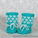 Örgü Bebek Patik Modelleri turkuaz renkli beyaz damlacıklı model