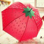 Şemsiye Modelleri kırmızı renkli çilek desenli