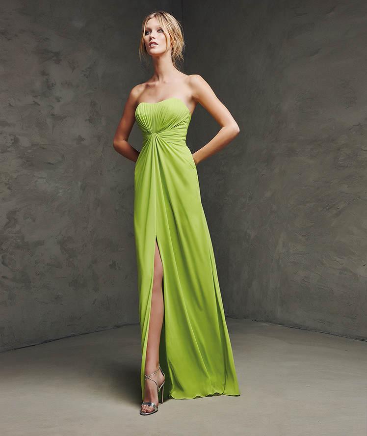 yeşil renkli uzun straplez uzun yırtmaçlı Abiye Modeli