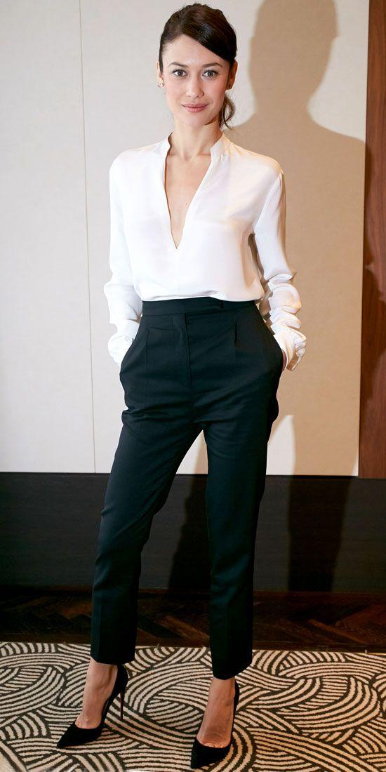 2021 Ofis Kombinleri Bayan Takım Elbise Siyah Kısa Paça Pantalon V Yakalı Beyaz Gömlek