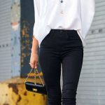 2021 Ofis Kombinleri Bayan Takım Elbise Siyah Pantalon Beyaz V yaka Bol Dökümlü Gömlek