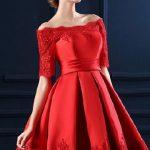 Elbise Modelleri kırmızı kısa omzu açık işlemeli