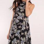 2019 Yazlık Kıyafet Kombinleri Siyah Çiçekli Kısa Elbise