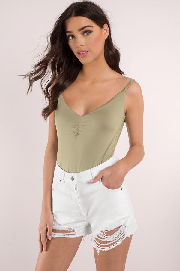 2019 Yazlık Kıyafet Kombinleri Yeşil Askılı Bluz Kısa Püskül Şort