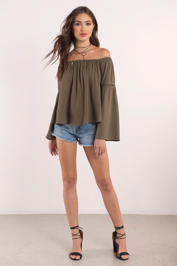 2019 Yazlık Kıyafet Kombinleri Kiyafetler Yeşil Omzu Açık Bol Dökümlü Bluz Kısa Şort