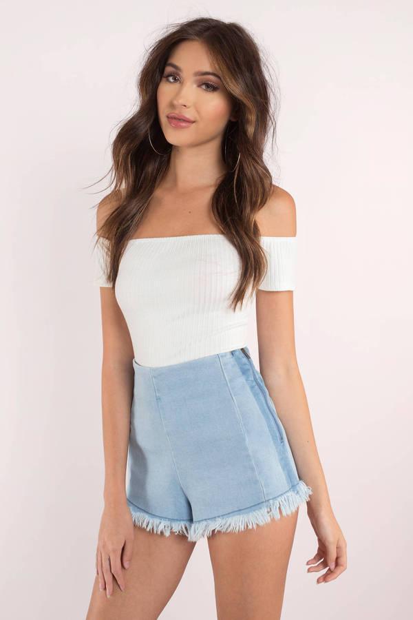 2019 Yazlık Kıyafet Kombinleri beyaz spraplez bluz kısa püsküllü şort