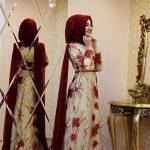 Tesettür Abiye Modelleri Beyaz Uzun Kırmızı Çiçek İşlemeli