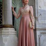 Tesettür Abiye Modelleri Pudra Uzun Üst Kısmı Bocuk İşlemeli