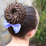 Çocuk Saç Modelleri Örgü Topuz Fiyonklu