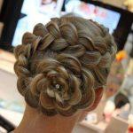 Örgülü Topuz Saç Modelleri Örgülü Çiçek Topuz