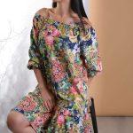 2019 Günlük Elbise Modelleri Pembe Omzu Açık Etek Fırfırlı Desenli