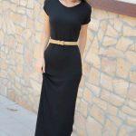 2019 Günlük Elbise Modelleri Siyah Uzun Yuvarlak Yaka Kemerli Kısa Kollu