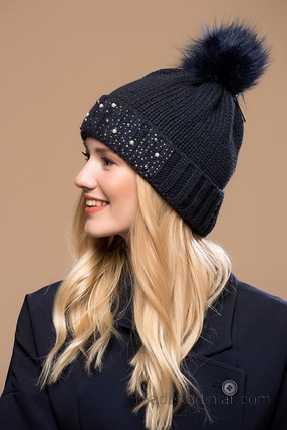 2021 Kışı İçin En Güzel Bayan Bere Modelleri Lacivert İnci Süslemeli Pon Ponlu